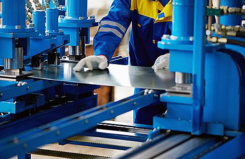 Sicheres Betreiben von Pressen zur Metallbearbeitung