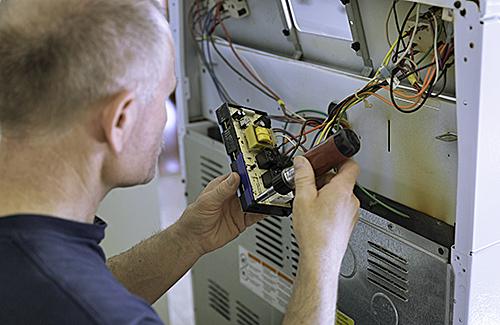 Grundlehrgang: Elektrofachkraft für festgelegte, gleichartige, sich wiederholende Tätigkeiten