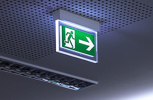 Grundlehrgang: Befähigte Person zur Prüfung von Sicherheitsbeleuchtungen (Rettungskennzeichen/Fluchtwegleuchten) (VDE 0108)